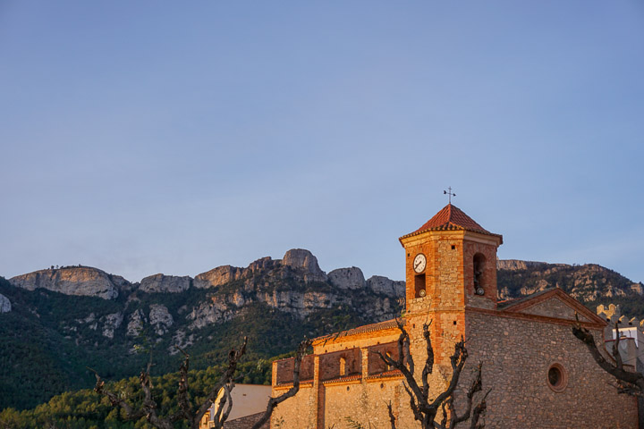 Iglesia de Colldejou y Sierra de Llaberia