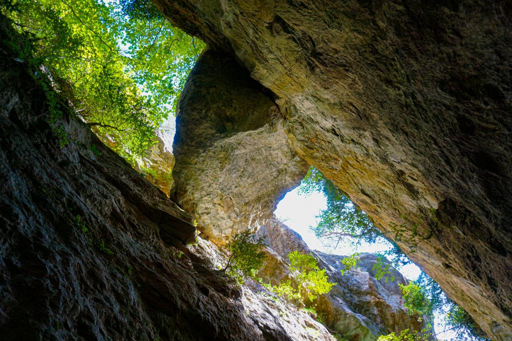 La piedra sostenida por los muros, historia de Els Avencs