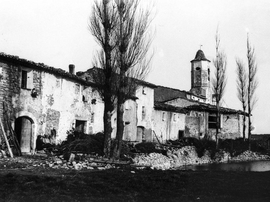 La balsa de La Mussara y las casas