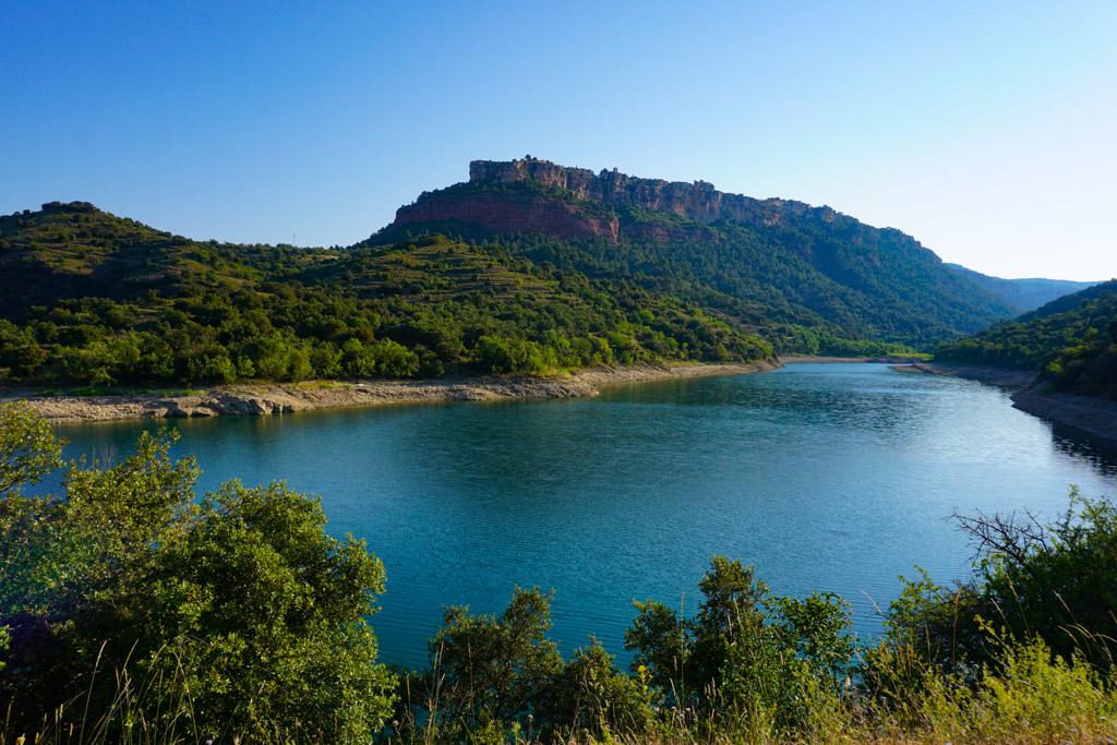 El pueblo de Siurana dominando el pantano